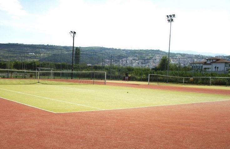 Sarantovrises Tennis Club